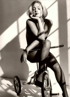 Drew Barrymore media gallery on Coolspotters. See photos, videos, and links of Drew Barrymore. Drew Barrymore, Barrymore Family, Black White Photos, Black And White, Pin Up, Back In The 90s, Beauty And Fashion, Bicycle Girl, Bicycle Race