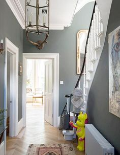 Farrow and Ball Lamp Room Grey The slight blue undertones of this classic grey Farrow and Ball paint give an elegant feel to a period hallway. Modern Country Style: The Best Paint Colours For Small Hallways Click through for details. Hallway Colours, Hallway Paint, Hallway Inspiration, Farrow And Ball Lamp Room Grey, Hall Colour, Home Decor, House Interior, Room Colors, Modern Country Style