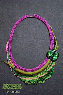[Necklace] Crochet and wet felting