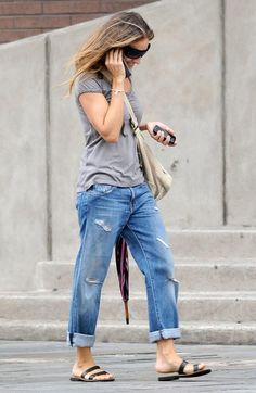 Sarah Jessica Parker Pictures SARAH JESSICA PARKER Wearing Rolled Up Jeans -