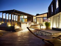 Amazing 76 Modern Outdoor Living Spaces You Would Like https://modernhousemagz.com/76-modern-outdoor-living-spaces-you-would-like/