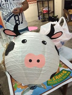 Cow lantern Farm Themed Party, Barnyard Party, Pig Party, Farm Party, Farm Animal Birthday, Farm Birthday, 2nd Birthday Party Themes, Birthday Party Decorations, Cow Baby Showers