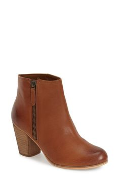 These classic booties in brown leather are essential and easy to pair with everything.