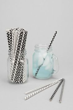 fun #black and #white party straws http://rstyle.me/n/jsw6mr9te
