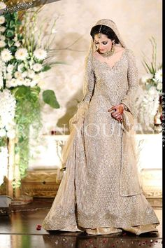 Latest bridal gowns collection consists of recent styles & designer of Asian barat, walima & mehndi wear wedding gowns in best styles & patterns! Pakistani Wedding Dresses, Pakistani Outfits, Indian Dresses, Indian Outfits, Asian Wedding Dress, Asian Bridal, White Wedding Dresses, Wedding White, Bridal Outfits