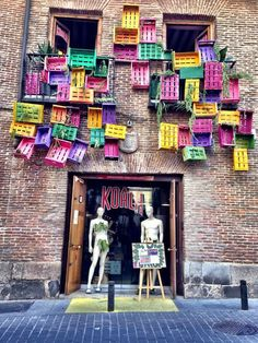 Arte callejero en el Barrio de las letras. All the wonderful shops in Miss Advertising