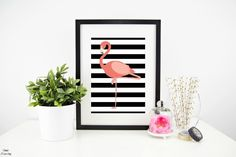 Free Flamingo Printable - this 5x7 printable is perfect for summer decor! Bring a bit of the tropics to your home.