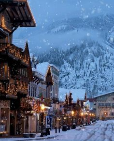christmas aesthetic Let it snow, let it snow! christmas aesthetic Let it snow, let it snow! Christmas Scenery, Christmas In Europe, Christmas Feeling, Winter Scenery, Cozy Christmas, Christmas Is Coming, Christmas Pictures, Vintage Christmas, Christmas Time