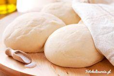 <p>Przepis na oryginalne, idealne ciasto na cienką, włoską pizzę oraz prawdziwy sos, a także kilka porad odnośnie pizzy.</p>