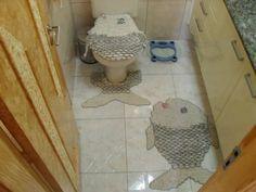 """Jogo de tapetes de barbante para banheiro """"peixe""""confeccionados com barbante mais linha princesa brilho"""