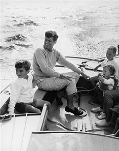 Depicts photojournalism because it shows John F. Kennedy during his presidency with his family.