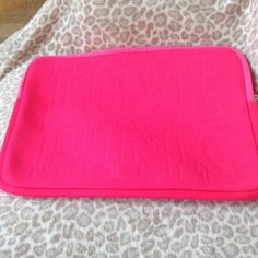 VS laptop sleeve Hot pink VS laptop case in new condition Other