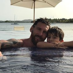Messi and son Thiago Messi Fans, Messi 10, God Of Football, Football Match, Football Stuff, Messi Childhood, Messi And Wife, Cr7 Junior, Antonella Roccuzzo