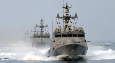 윤영하급 미사일 고속함 :: 네이버캐스트 Military Weapons, Battleship, Sailing Ships, Engineering, Boat, Navy, Hale Navy, Dinghy, Boats