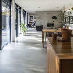 Gietvloer inspiratie om bij weg te dromen #gietvloer #microcement #dreamhouse #villa Kitchen Island, Home Decor, Homemade Home Decor, Floating Kitchen Island, Interior Design, Decoration Home, Home Interiors, Home Decoration, Interior Decorating