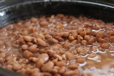 Turkish beans are pinto beans cooked with fresh tomatoes, onions, garlic, and carrots. They are a wonderful alternative to classic baked beans. Dry Beans Recipe, Pinto Bean Recipes, Beans Recipes, Dishes Recipes, Beans And Cornbread, Vegetarian Protein Sources, Vegan Vegetarian, Frijoles Refritos, Crockpot Recipes