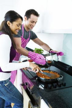 Love this picture of couple cooking together (isn't it romantic?) www.shared-meals.com