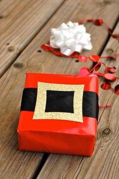 papel de regalo de navidad simulando la barriga de papa noel