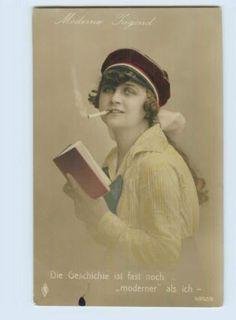M444/ Studentika Studentin mit Zigarette und Buch Foto AK Moderne Jugend ca.1912 in Sammeln & Seltenes, Ansichtskarten, Motive, Studentika | eBay