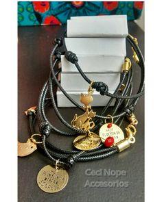 Pulsera dijes de gato #cecinopeaccesorios #pulseradijedorado Pide las tuyas ya! Alex And Ani Charms, Instagram, Bracelets, Jewelry, Jewelry Findings, Cat, Bangles, Jewellery Making, Arm Bracelets