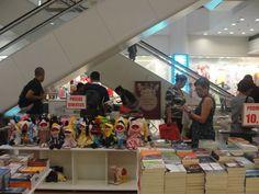 Até o dia 19 de setembro, os clientes do Ilha Plaza poderão investir na leitura a baixo custo.O shopping realiza nesse período a Feira do Livro de 2014. A entrada é Catraca Livre.
