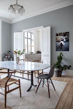 Sarah og Christian var tæt på at købe sig fattige i farveprø Dining Room Design, Dining Area, Kitchen Design, Dining Table, Small Space Living, Living Spaces, House Colors, Colorful Interiors, Interior Inspiration