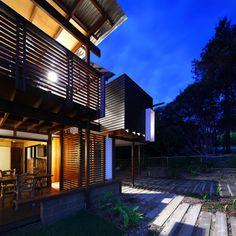 Small sustainable design on North Stradbroke Island - Designhunter - Sustainable Architecture with Warmth & Texture