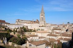 Saint-Émilion is een plaatsje gelegen in het department Gironde. Dit plaatsje ligt in het hart van de Libournais, een wereldberoemde wijnstreek.