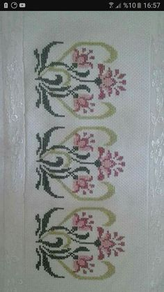 This Pin was discovered by Άνν Simple Cross Stitch, Cross Stitch Borders, Cross Stitch Flowers, Cross Stitch Designs, Cross Stitching, Beaded Embroidery, Embroidery Stitches, Bordado Tipo Chicken Scratch, Diy And Crafts