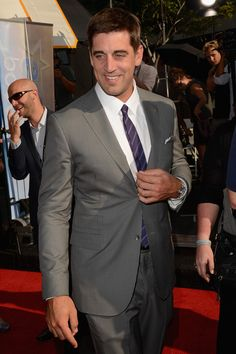 Aaron Rodgers Photos - NFL Green Bay Packers quarterback Aaron Rodgers arrives at the 2012 ESPY Awards at Nokia Theatre L. Live on July 2012 in Los Angeles, California. - The 2012 ESPY Awards - Red Carpet Aaron Rodgers College, Green Bay Packers Quarterbacks, Espy Awards, Nfl Green Bay, Nfl Packers, Zooey Deschanel, Basketball Teams, Hello Gorgeous, Red Carpet