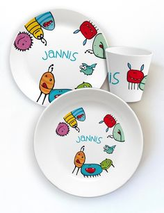 Children& tableware made of melamine motif critters Ceramic Tableware, Porcelain Ceramics, Pottery Painting, Ceramic Painting, Green Plates, Paint Your Own Pottery, Painted Mugs, Stained Glass Crafts, Clay Ornaments