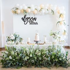 "HANA PARTY on Instagram: ""Green and White, 1st birthday party Planning and Decorations: @hanapartycom Photo:…"" Hana, 1st Birthday Parties, Party Planning, Place Card Holders, Photo And Video, Babyshower, Party Ideas, Decorations, Instagram"