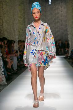 A look from the Missoni Summer 2015 RTW collection.