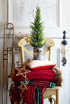 We love Christmas at Pier 1, and we love helping you celebrate the holidays your way. You can find plenty of inspiration online and at your local Pier 1 store for decorating, entertaining, finishing your gift list and generally making the season bright.