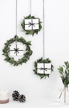 https://www.liveitbeautiful.com/modern-christmas-decorating-ideas/