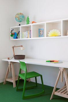 bureau treteau et chaise verte- amenagement pratique et deco chic