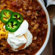 Lightened up turkey chili! This healthy chili recipe is hearty and filling! Chicken And Shrimp Recipes, Healthy Chicken Recipes, Healthy Dinner Recipes, Chili Mac, Turkey Meatloaf, Turkey Chili, Meatloaf Recipes, Chili Recipes, Keto Recipes