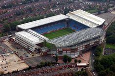 Villa Park, Birmingham, Inglaterra.  SuperficieCésped Dimensiones105 x 68 m Capacidad43.000 espectadores  Construcción Apertura1874  Equipo local Aston Villa