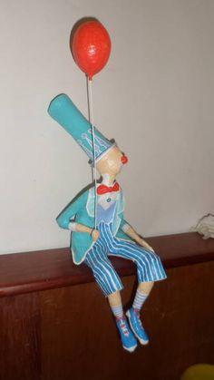 Escultura em papel de palhaço com balão. R$ 120,00