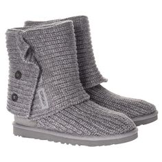 Find cheap Ugg boots - Money Saving Expert hunts the latest deals and offers on the popular Australian boots Uggs For Cheap, Ugg Boots Cheap, Boots Sale, Look Fashion, Fashion Shoes, Fashion Accessories, Winter Fashion, Mommy Fashion, Cheap Fashion