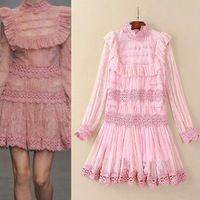 De calidad superior del vestido nuevo 2016 mujeres del verano de volantes de diseño de bordado de encaje Allover de manga larga hasta la rodilla dulce caliente vestido rosa Sexy