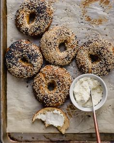 bagels with cream cheese Sourdough Bagels, Sourdough Recipes, Whole Wheat Bagel, Bagel Recipe, Bulk Food, Everything Bagel, Savory Breakfast, Artisan Bread, Food Inspiration