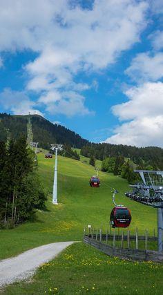 Le funiculaire pour se rendre en haut du Hohe Salve dans les Alpes Kitzbüheler en Autriche. Europe, Vienna, Austria, Skiing, Golf Courses, Places To Visit, Travel, Alps, Viajes