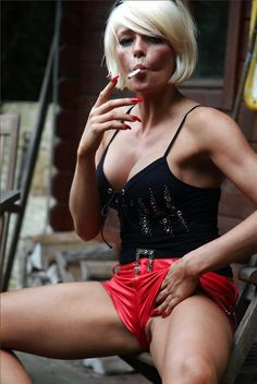A photo community for sharing the beauty of women smoking 120 and all white cigarettes Smoking Ladies, Girl Smoking, White Women, Sexy Women, Women Wear, Pretty Woman, Camisole Top, Celebrities, Lady