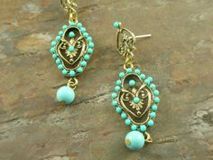 Lovely Italian crafted Vintage style earring.