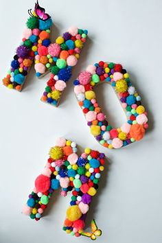 DIY Pom Pom Letters for MOM! - Marla Meridith  <br> Marla Meridith - DIY Pom Pom Letters for MOM! Kids Crafts, Cute Crafts, Craft Stick Crafts, Crafts To Make, Craft Projects, Arts And Crafts, Teen Art Projects, Crafts With Yarn, Cute Diys