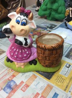 Cow Kitchen Decor, Cows, Biscuit, Farmhouse Decor, Crafts, Kitchen Things, Decorated Jars, Animals, Wall Vases