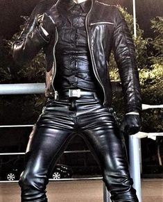 It's full Leather. Nice and tight and body hugging. Then yellow boots clash against the black. Make sure black boots go with black leather. For this reason we put this mis-match onto the board. Mens Leather Pants, Leather Gloves, Fashion Moda, Mens Fashion, Mode Latex, Leder Outfits, Hommes Sexy, Leather Fashion, Sexy Men