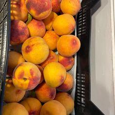 Y que hago con tantos melocotones...Alguna recomendación? Peach, Fruit, Instagram, Food, Board, Essen, Peaches, Meals, Yemek
