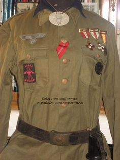 Spanish Blau Division volunteer uniform Ww2 Uniforms, German Uniforms, Military Figures, Armies, World War, Wwii, Military Jacket, Gadgets, Decorations